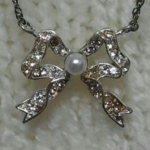 Avon Delicate Bow Necklace